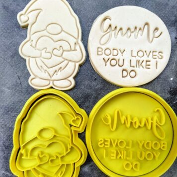Gnome hugging a heart Cookie Cutter & Fondant Embosser Stamp