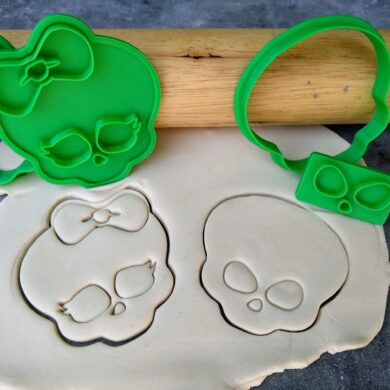 His and Hers Skull Cookie Cutter and Fondant Stamp Embossers Halloween