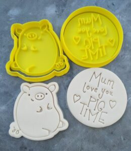 Mum love you PIG TIME - Cookie Cutter and Fondant Embosser Imprint Stamp Set for Mothers Day - Pig Cookie Cutter Mum Pun Cute Pig